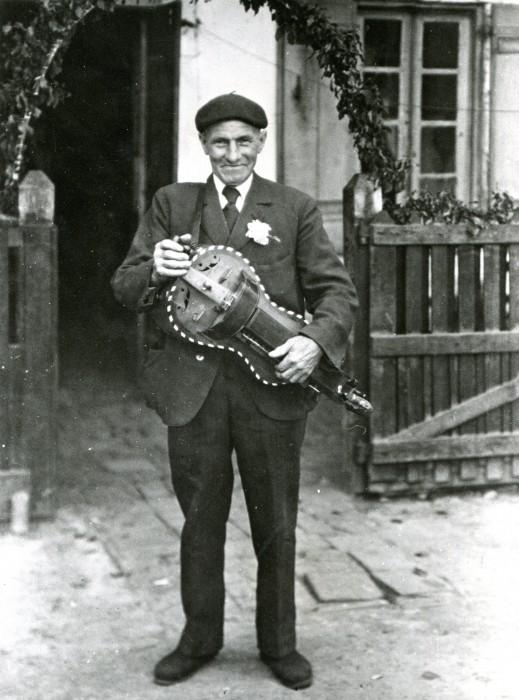 Jouanès Rablade Joueur de vielle (1876-1951) photo 1946